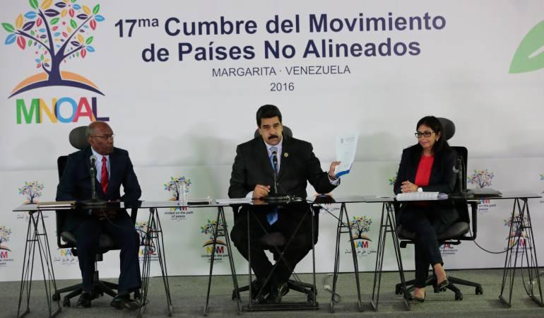 Cumbre del movimiento de los No Alineados: Cumbre Descarrilada
