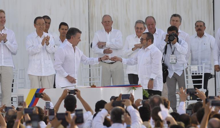 Proceso de paz: ¡Histórico momento! Santos y Timochenko firmaron el acuerdo de paz