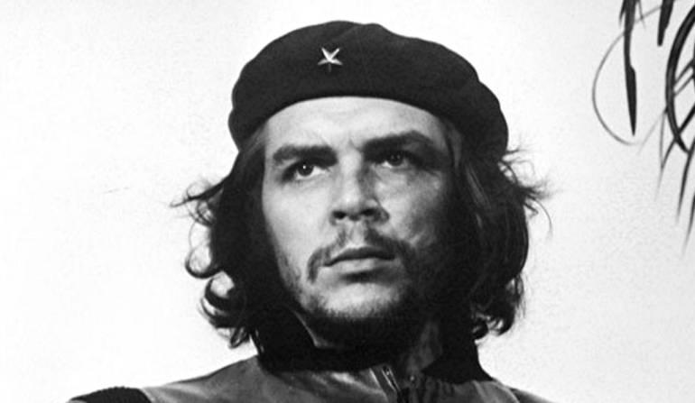 "iniciativa argentina para retirar efigie del lide guerrillero che guevara: Suman firmas para retirar estatua al ""Che"" Guevara de ciudad argentina"