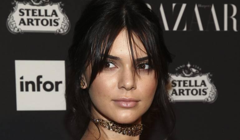Kendall Jenner se hace un tatuaje al interior de sus labios