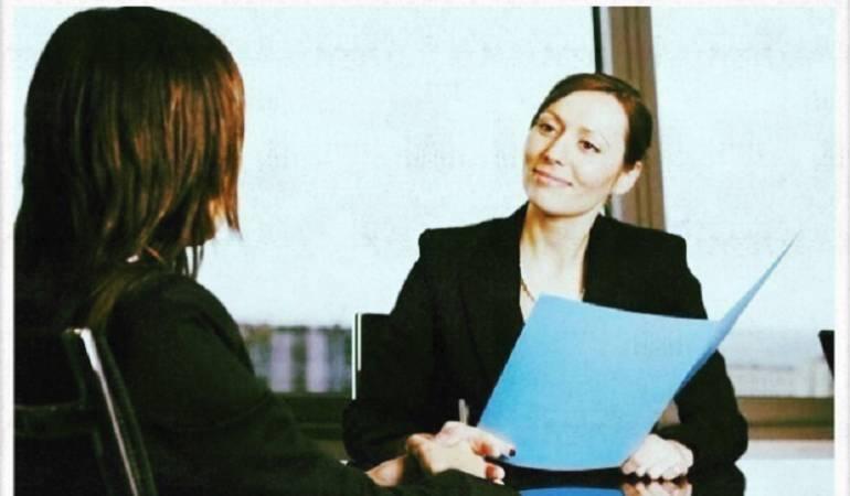 Cómo actuar en una entrevista de trabajo: Las mañas y gestos nerviosos que pueden arruinar tu entrevista de trabajo