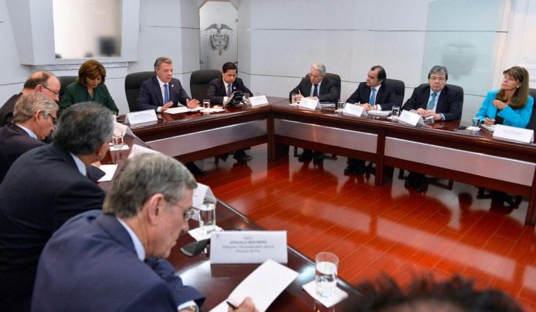 Reunión Uribe Farc: Uribe propone una mesa Gobierno, Farc y voceros del No para sacar adelante el proceso de paz