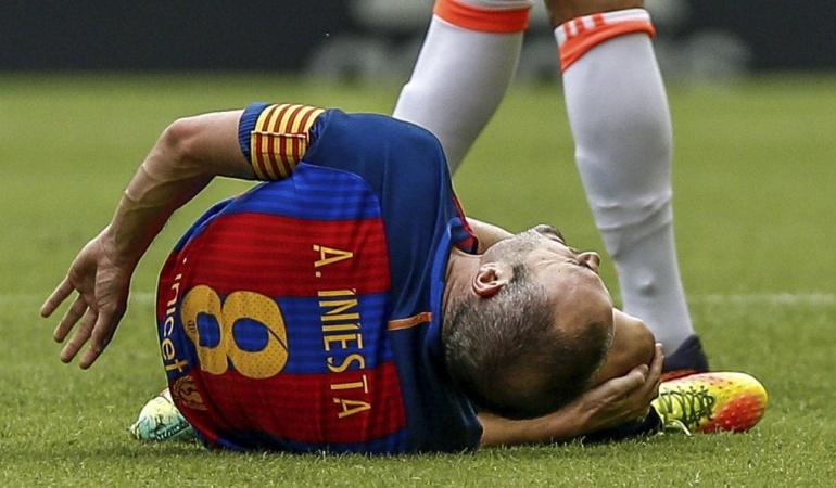 Iniesta: Iniesta tiene una lesión en ligamento lateral externo de la rodilla derecha