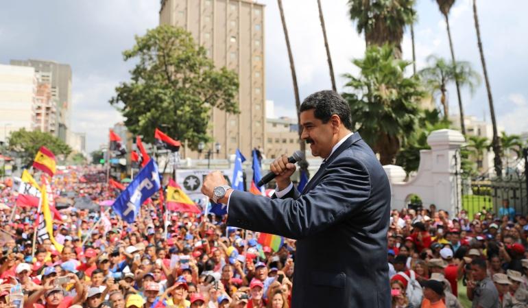 """Maduro dice que """"llueva, truene o relampaguee"""" irá al diálogo este domingo"""