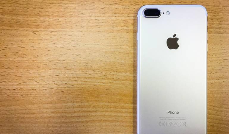 Hombre se cambia el nombre a iPhone 7 para ganar un teléfono
