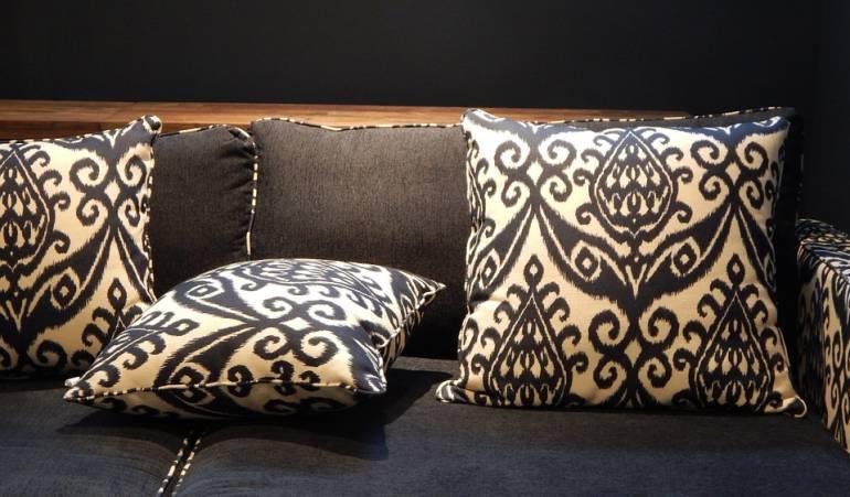http://caracol.com.co/agr/color_y_decoracion/a/: Los cojines, un accesorio que le puede dar un mejor aspecto a su sala