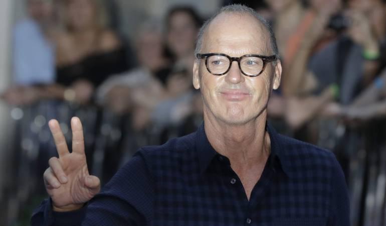 """En esta foto del 15 de septiembre del 2016, el actor Michael Keaton posa al llegar al estreno mundial de la película """"The Beatles, Eight Days a Week"""" en Londres."""