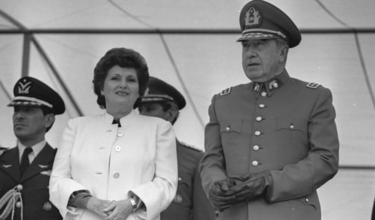 Esposa de Pinochet es señalada de enriquecimiento ilícito y deberá declarar ante la justicia: Viuda de Pinochet señalada por malversación de fondos