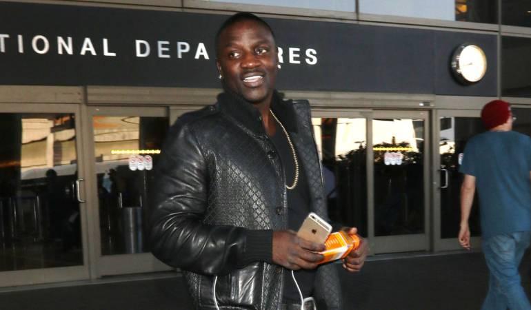 Akon piensa que Kanye esat enfermo por culpa de Kim Kardashians: Akon considera que Kanye West es víctima de la 'maldición de las Kardashians'