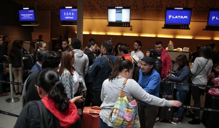Retrasos en vuelos: Retrasos de hasta hora y media en vuelos tras cierre en El Dorado