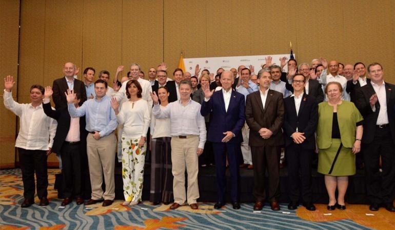 Santos pide a empresarios invertir en la nueva Colombia en paz