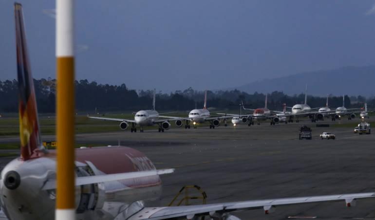 Cierre de aeropuertos en Colombia por mal clima: Problemas meteorológicos afectan los aeropuertos incluidos El Dorado de Bogotá