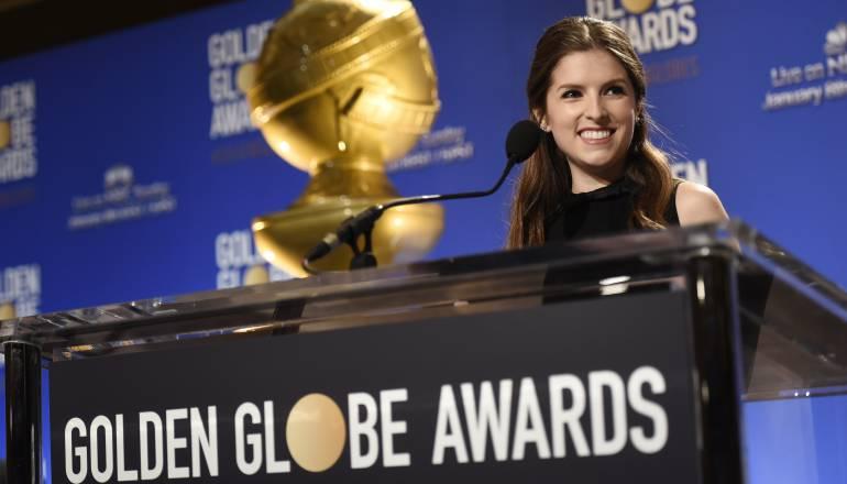 Anna Kendrick presentando la candidaturas para los Globos de Oro 2017.