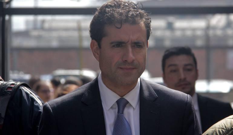 Suspenderían tarjeta profesional de Francisco Uribe: Judicatura evaluará si suspende tarjeta profesional al hermano de Rafael Uribe