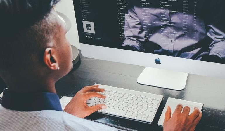 """Casos de hackeos: Qué hacen los """"hackers"""" cuando acceden a tu cuenta de email, cómo te afecta y qué puedes hacer"""