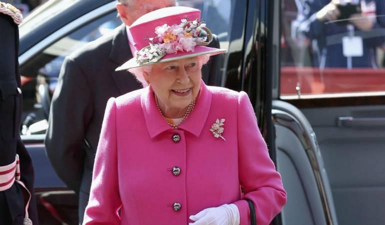 se rumora falsa muerte de de Isabel II: Dos cuentas ficticias de la BBC anuncian la falsa muerte de Isabel II