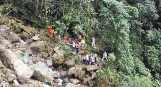 """Caída de puente en Villavicencio: """"Algunas víctimas pedían auxilio colgadas del puente"""": fotógrafa"""