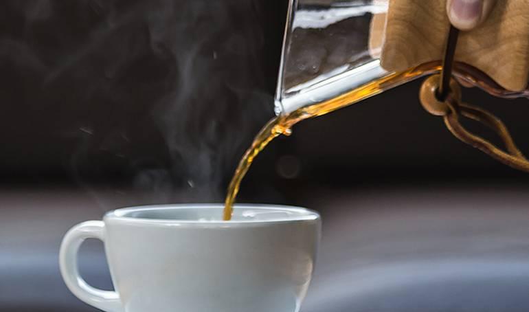 Error en un experimento pone en riesgo vida de estudiantes en Reino Unido por sobredosis de cafeina: Multan a una universidad por dar a estudiantes dosis de cafeína de 300 cafés