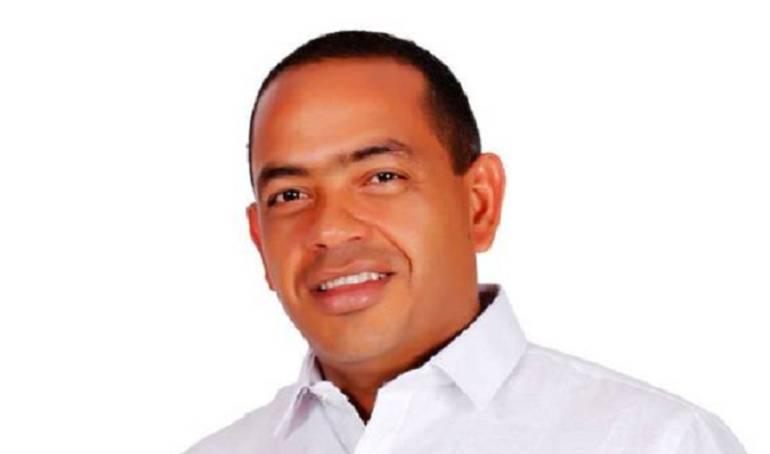 Capturan al alcalde de Rioacha por contratos de alimentación escolar: Legalizan capturas del alcalde de Riohacha y su secretaria de educación