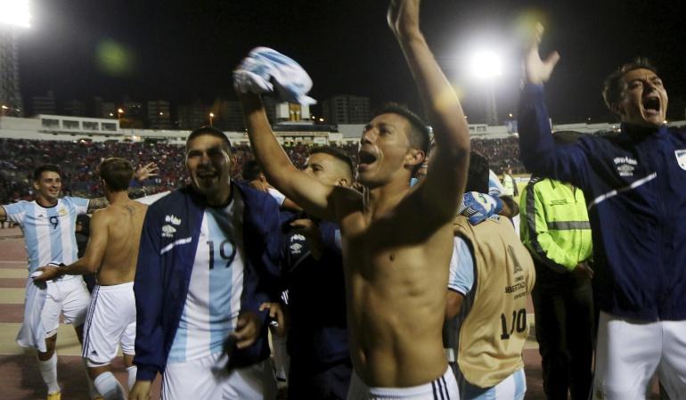 El Nacional 0-1 Atlético Tucumán Copa Libertadores: Tucumán clasifica con odisea y uniformes prestados y será rival de Junior en tercera fase