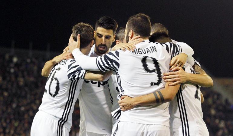 Juventus Higuain Cuadrado: Higuaín guía el triunfo del Juventus en Cagliari con un doblete