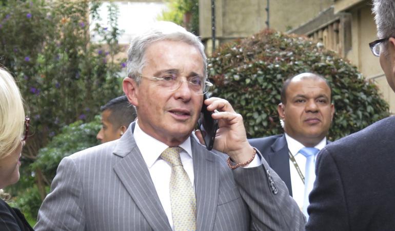 Senador Álvaro Uribe será sometido mañana a una cirugía en Medellín