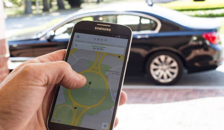 Australia dictamina que los conductores de Uber paguen impuestos por servicio