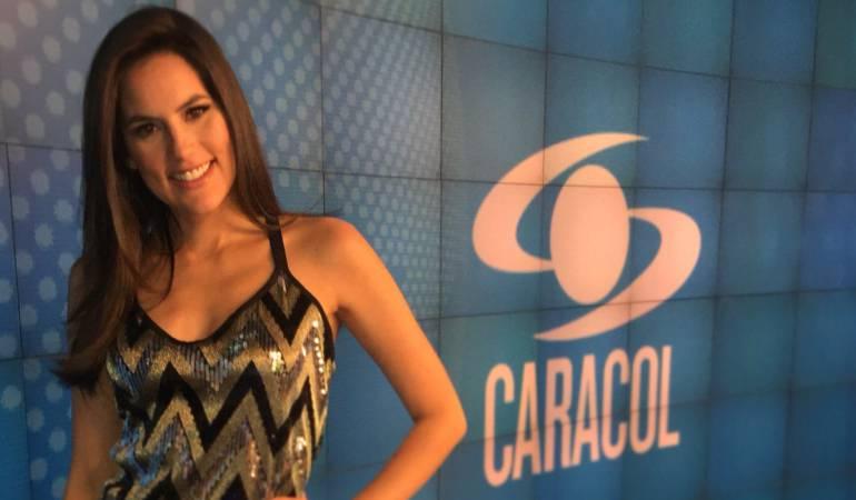 Linda Palma presentando en la sección de entretenimiento en el Canal Caracol.