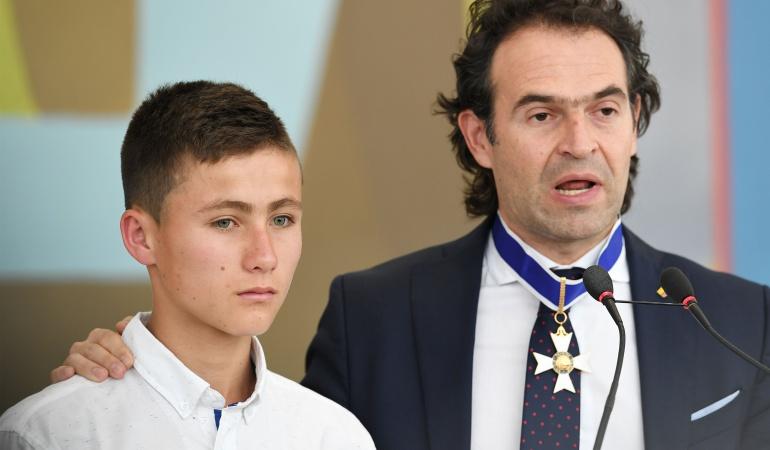 El joven rescatista en la tragedia del Chapecoense visita al Real Madrid