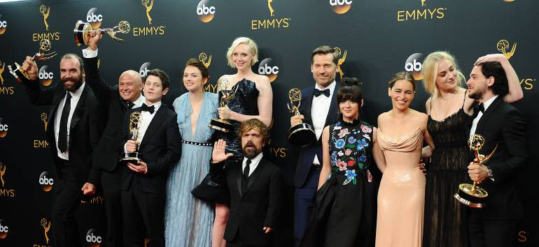 Actores de Game of Thrones en la alfombra roja de los Emmy Awards