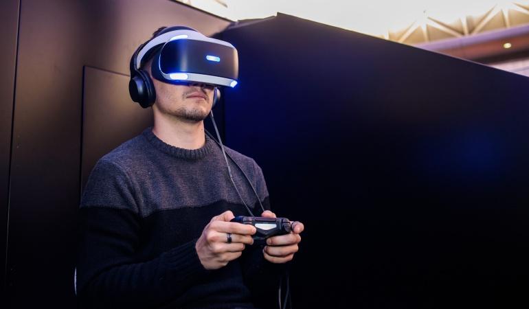Las gafas de realidad virtual de Sony requieren de una conexión a la consola PlayStation 4.