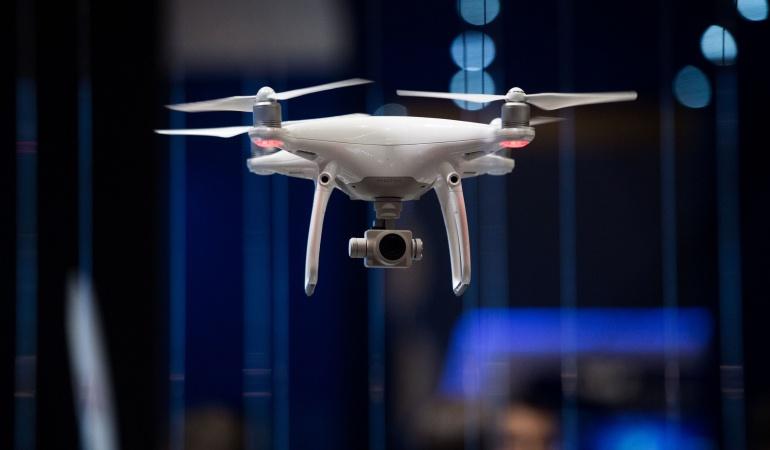 Un dron durante el tercer día del Mobile World Congress en Barcelona, España