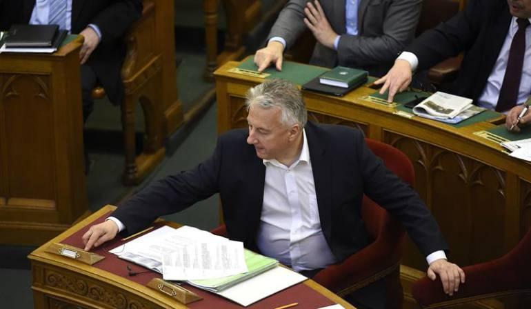 El Parlamento húngaro aprobó una controvertida ley que hace posible la detención en centros cerrados de todos los solicitantes de asilo