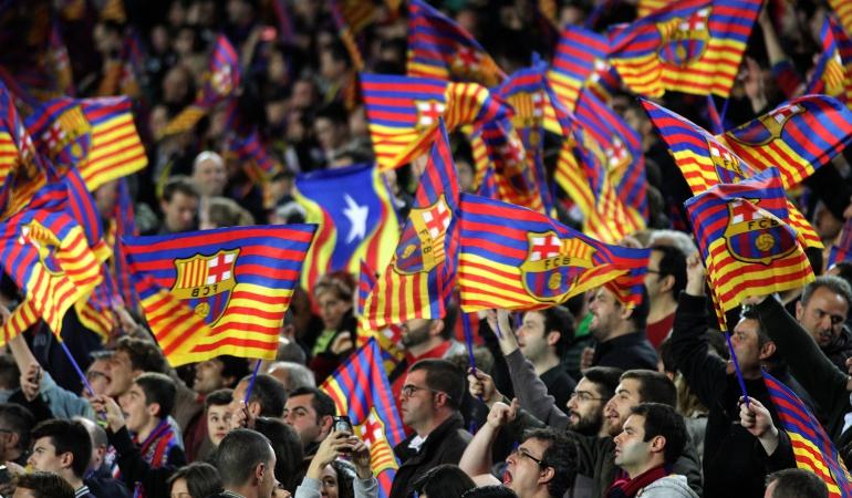 Barcelona PSG Liga de Campeones: UEFA acusa al Barcelona por invasión de sus hinchas al campo de juego