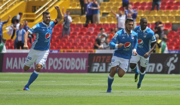 Andrés Cadavid(Izq) es uno de los jugadores claves del DT Miguel Ángel Russo.
