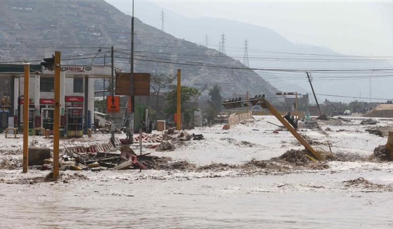 Vista general hoy, viernes 17 de marzo del 2017, de las inundaciones producidas por el desborde de los ríos Rímac y Huaycoloro en el sector denominado Carapongo al este de la ciudad de Lima (Perú).