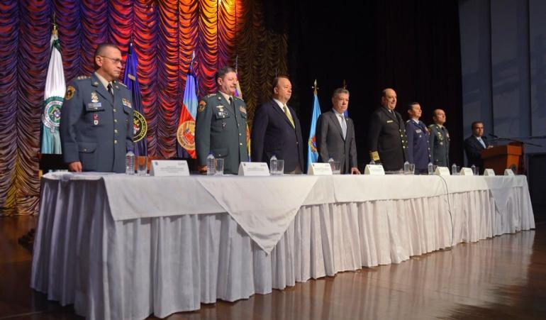 La cúpula militar se reuni&oacute con el presidente Santos y el ministro de Defensa