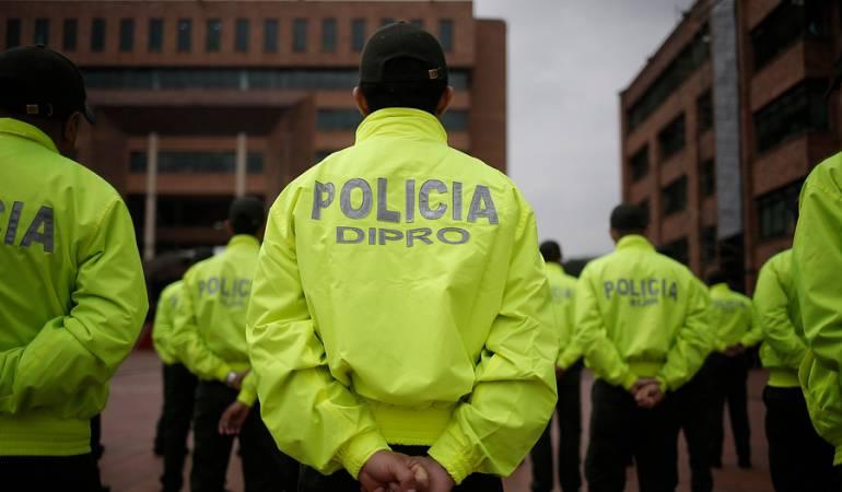 Santos anuncia 960 nuevos policías y 500 jóvenes campesinos como auxiliares