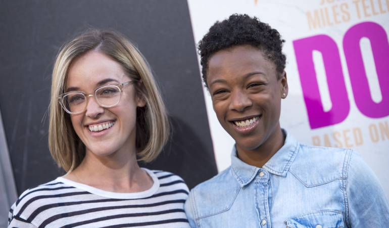 Lauren Morelli y Samira Wiley en el estreno de una película en 2016.