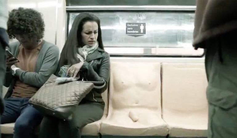 El asiento fue instalado en la línea 7 del Sistema de Transporte Colectivo del metro de Ciudad de México como un experimento social.