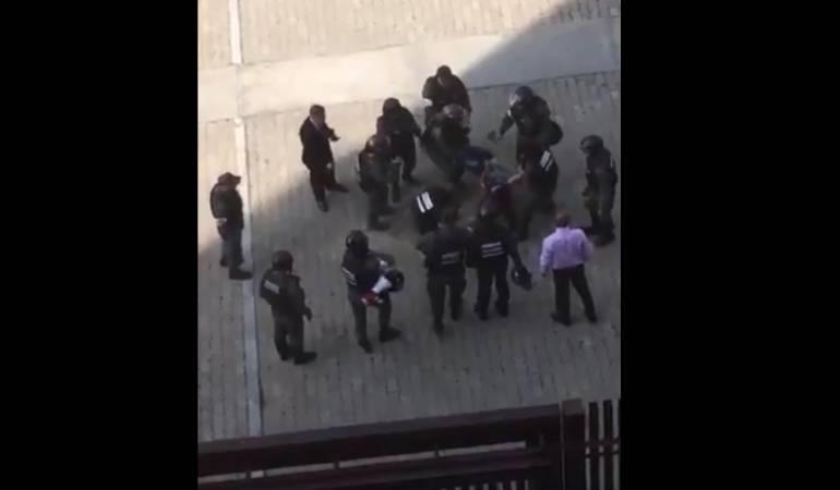 Agresión a periodista Crisis Venezuela: [Video] Así fue agredida Elyangélica González, corresponsal de Caracol Radio en Caracas