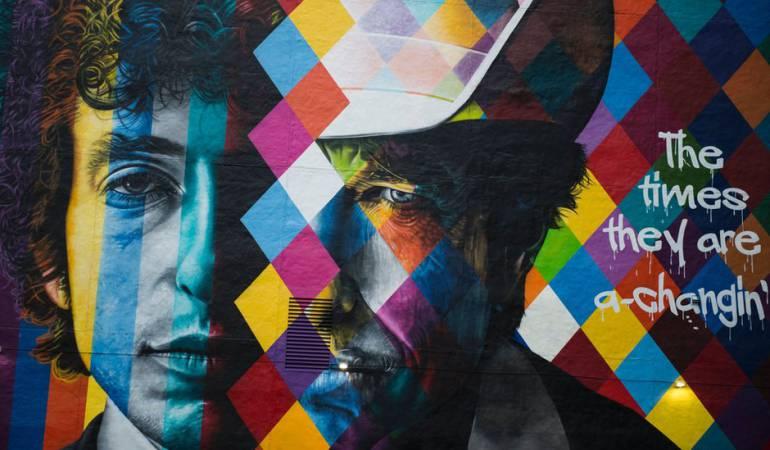 Un nuevo mural de Dylan en Minnesota, su estado natal, en EE.UU., apareció poco después del anuncio de que había ganado el Nobel de Literatura.