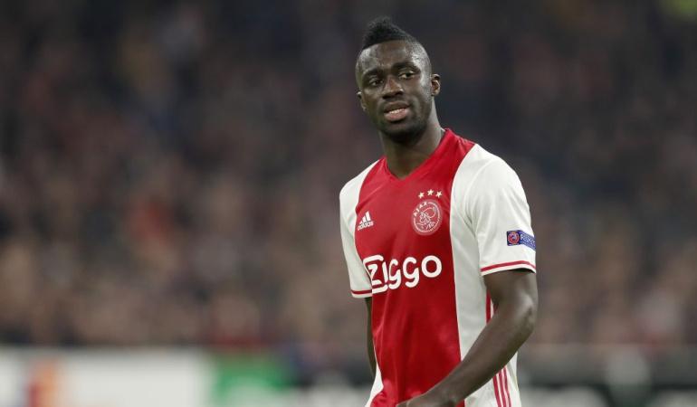 Davinson sigue sólido con Ajax en la Europa League