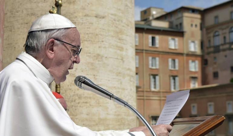 El papa envío un mensaje al mundo durante la ceremonia que sustituye al Angelus en época de pascua