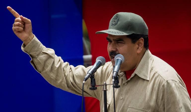 El presidente de Venezuela anunció que incrementará el número de sus milisianos, y que dotará a un mayor número de civiles con fusiles para defender el régimen.