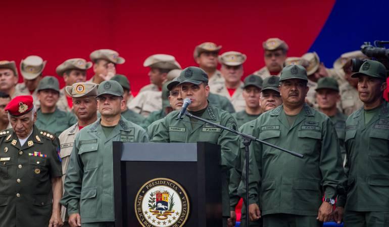 El presidente Maduro también anunció que entregará fusiles a las milicias civiles con el objeto de que protejan la institucionalidad de su gobierno.