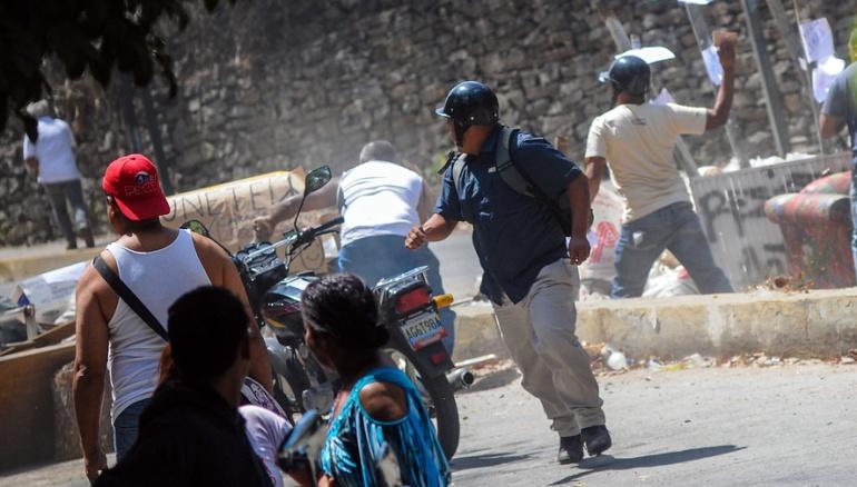Dos jóvenes murieron en marcha contra Maduro — Venezuela