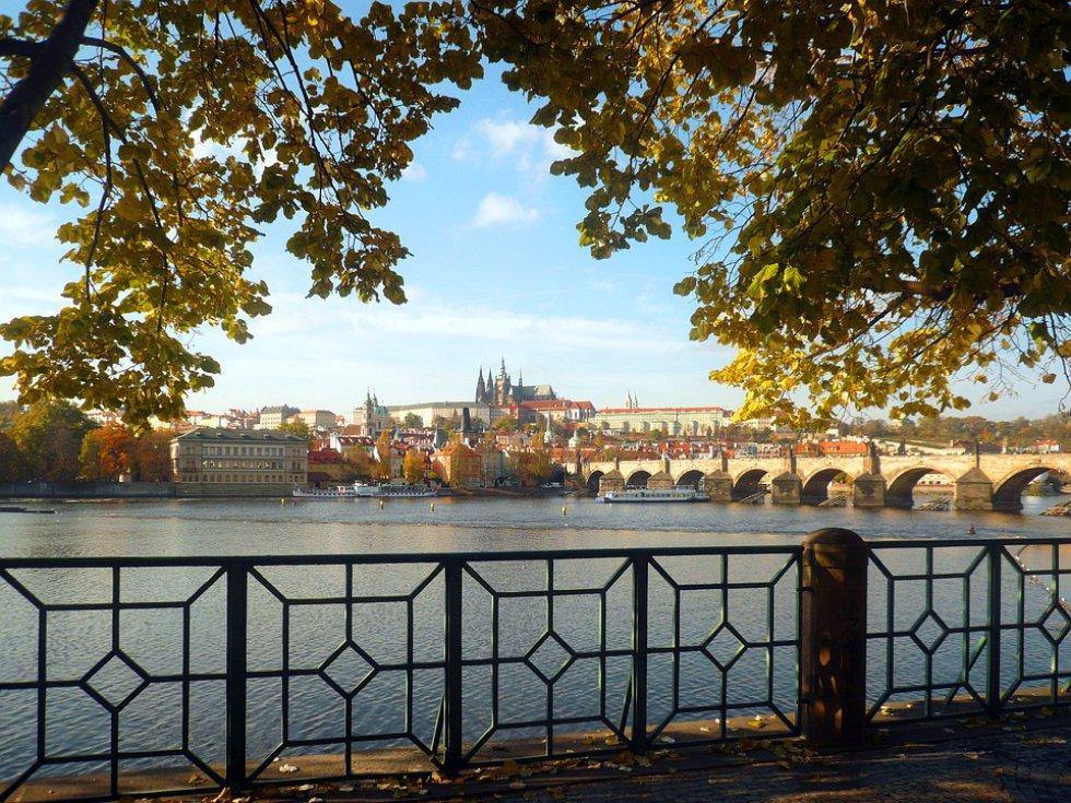 Praga, República Checa: el atractivo bohemio y los detalles de cuentos de hada de Praga la convierten en un destino perfecto para los turistas que quieren sumergirse en la cultura.