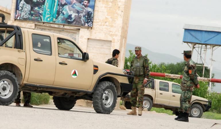 Ataque a tropas afganas: Un ataque talibán a una base del Ejército afgano causa al menos 60 muertos