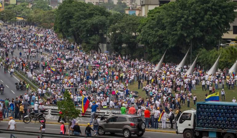 Marchas en Caracas: Policía permite paso de manifestación opositora venezolana hacia episcopado